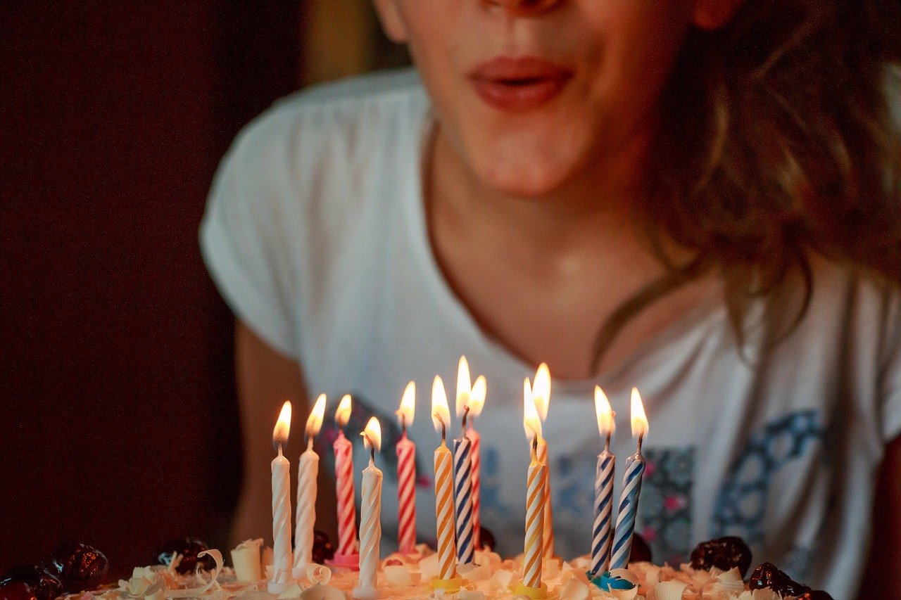 יום הולדת 12 נרות