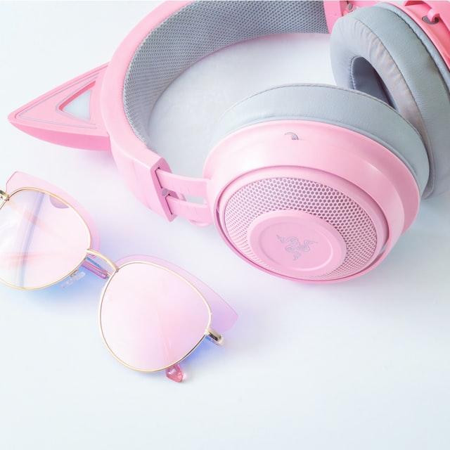 אוזניות ומשקפיים לדוגמה
